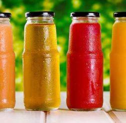 Thè, bevande energetiche e succhi rigorosamente biologici