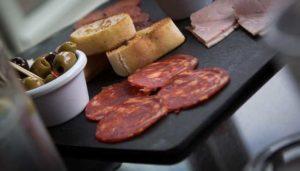 Prevenire il colesterolo alto: tre cibi da evitare assolutamente
