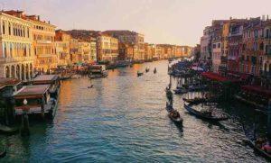 Venezia a basso costo: dove alloggiare, cosa vedere e dove mangiare
