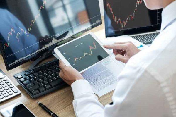 Le azioni europee lottano a causa dei guadagni, le preoccupazioni della pandemia distraggono gli investitori